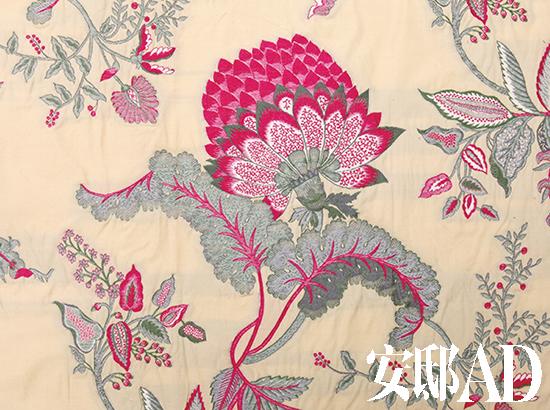 粉色花卉刺绣面料