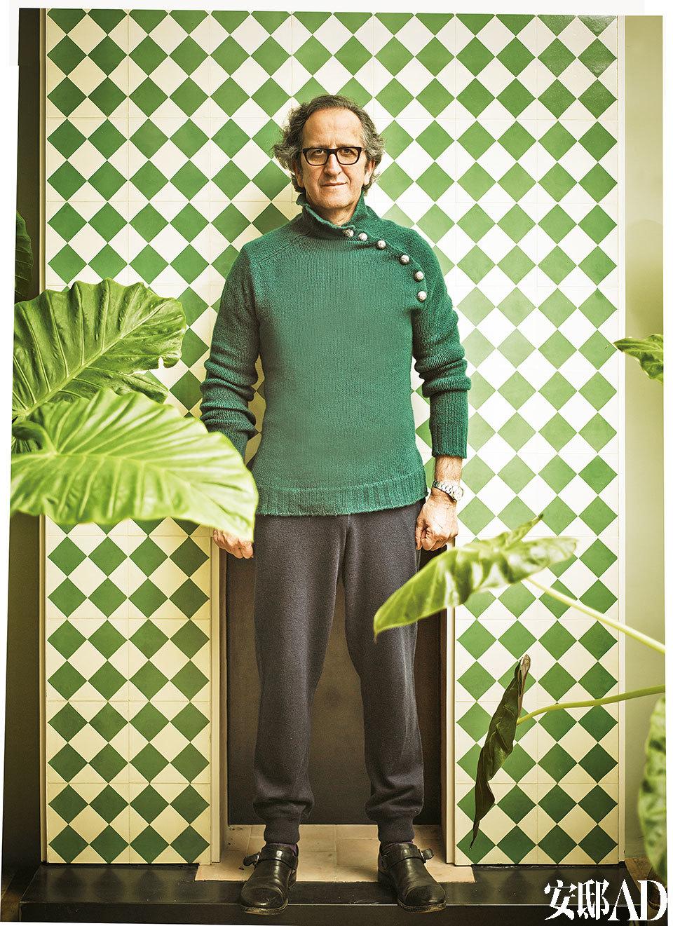 Jaime Lacasa,这栋公寓的设计者,2002年他创办了自己的男装品牌Scooter,在广告界和电影界开展了多项合作。几年前,他开创了名为 Scooter Design的建筑设计公司,许多新式住宅、精品店和饭店里都留下了他的设计痕迹。