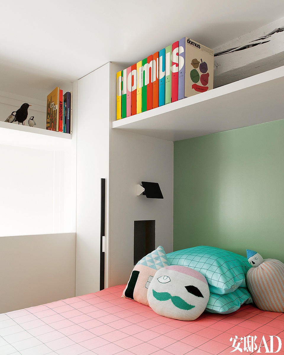 另一间卧室的景象,这里的色彩更加缤纷,也更富年轻感。