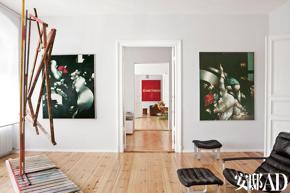 墙上的两幅画作来自Peter Schubert,他是一位驻扎于柏林的画家,现年已经85岁。左侧的木装置作品来自 F.Bisig,黑色的皮质Pulka躺椅由Ilmari Lappalainen设计于20世纪60年代。