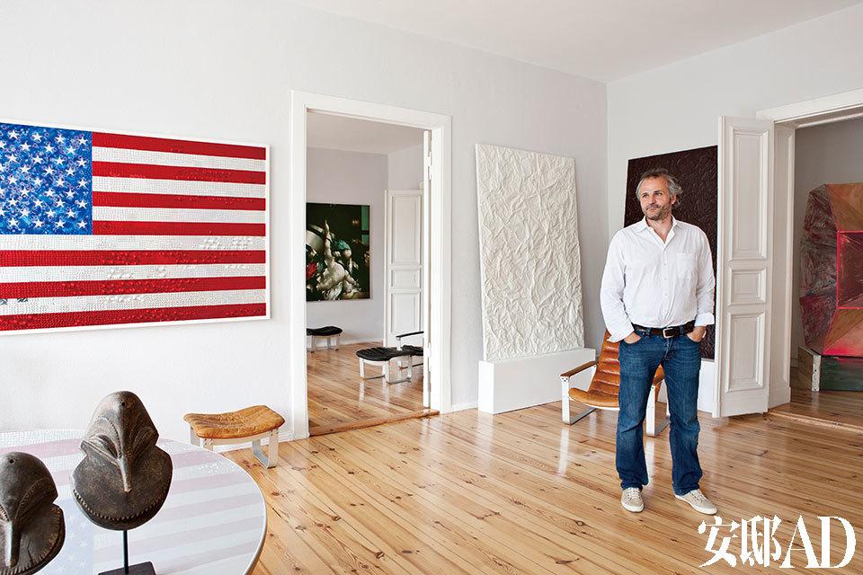 墙上的美国国旗作品来自Goran Tomcic。