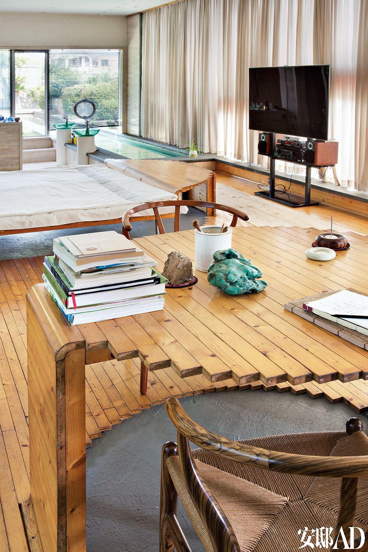 六楼朱小杰的卧室,整个一个大开间没有任何隔断。