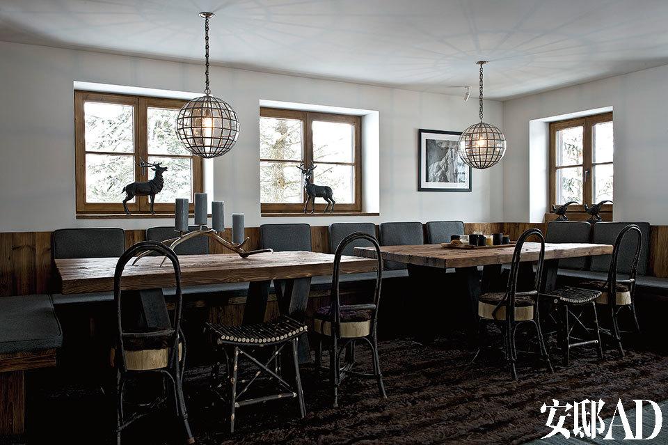 屋里的陈设以原木色的家具为主,设计方式偏现代。