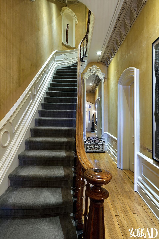楼梯总是一座老建筑的底气所在。
