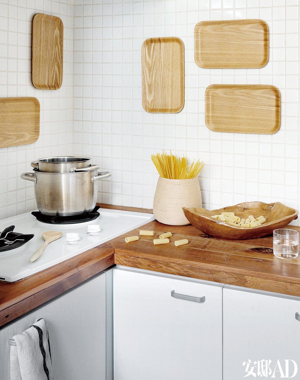因为是一个人住,也鲜少开火,厨房的小而精致恰好适合平时简单打理一餐。