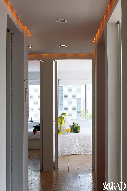 从走廊上看,两个孩子的卧室相互毗邻。
