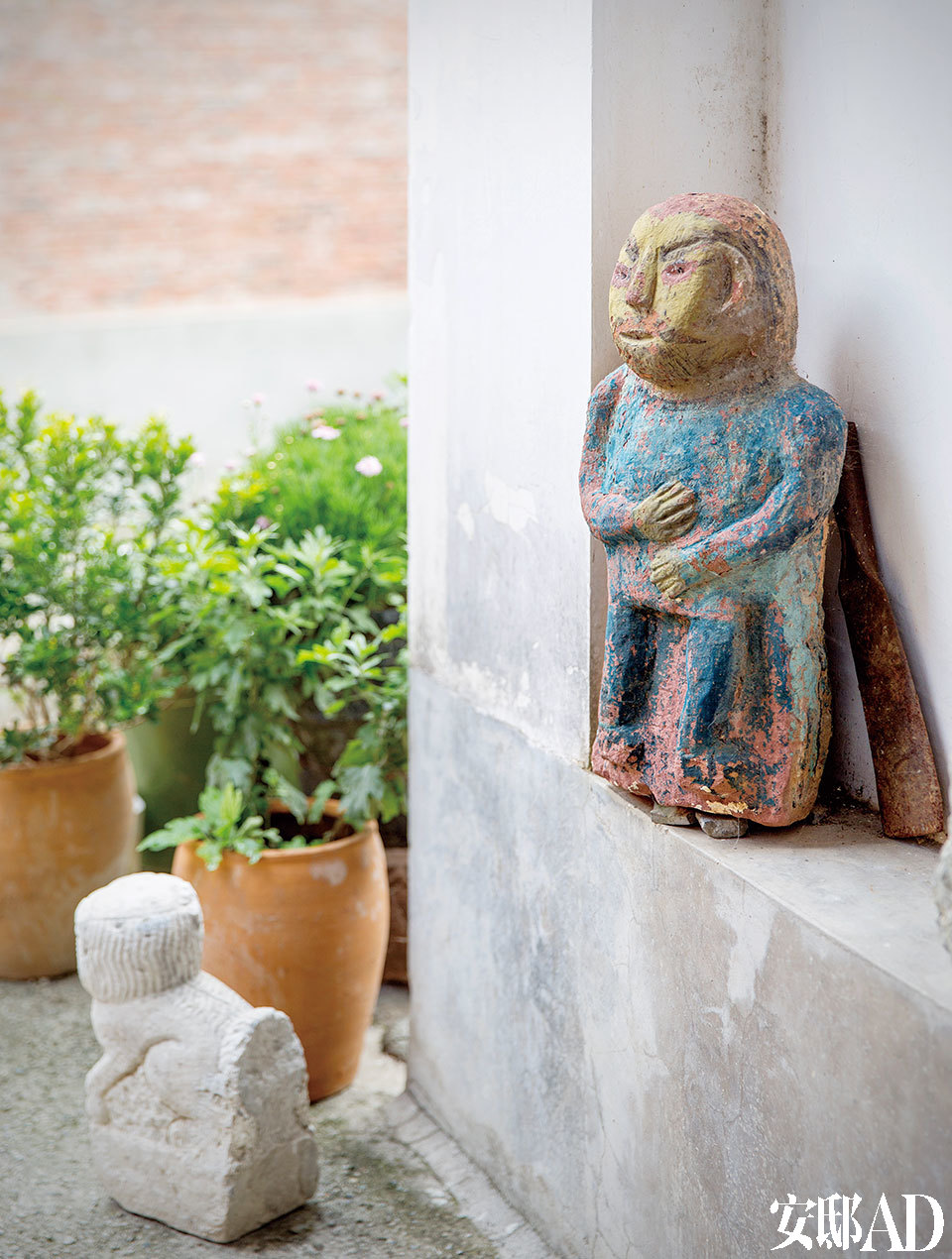 院子里的石雕,是大理当地的本主崇拜。