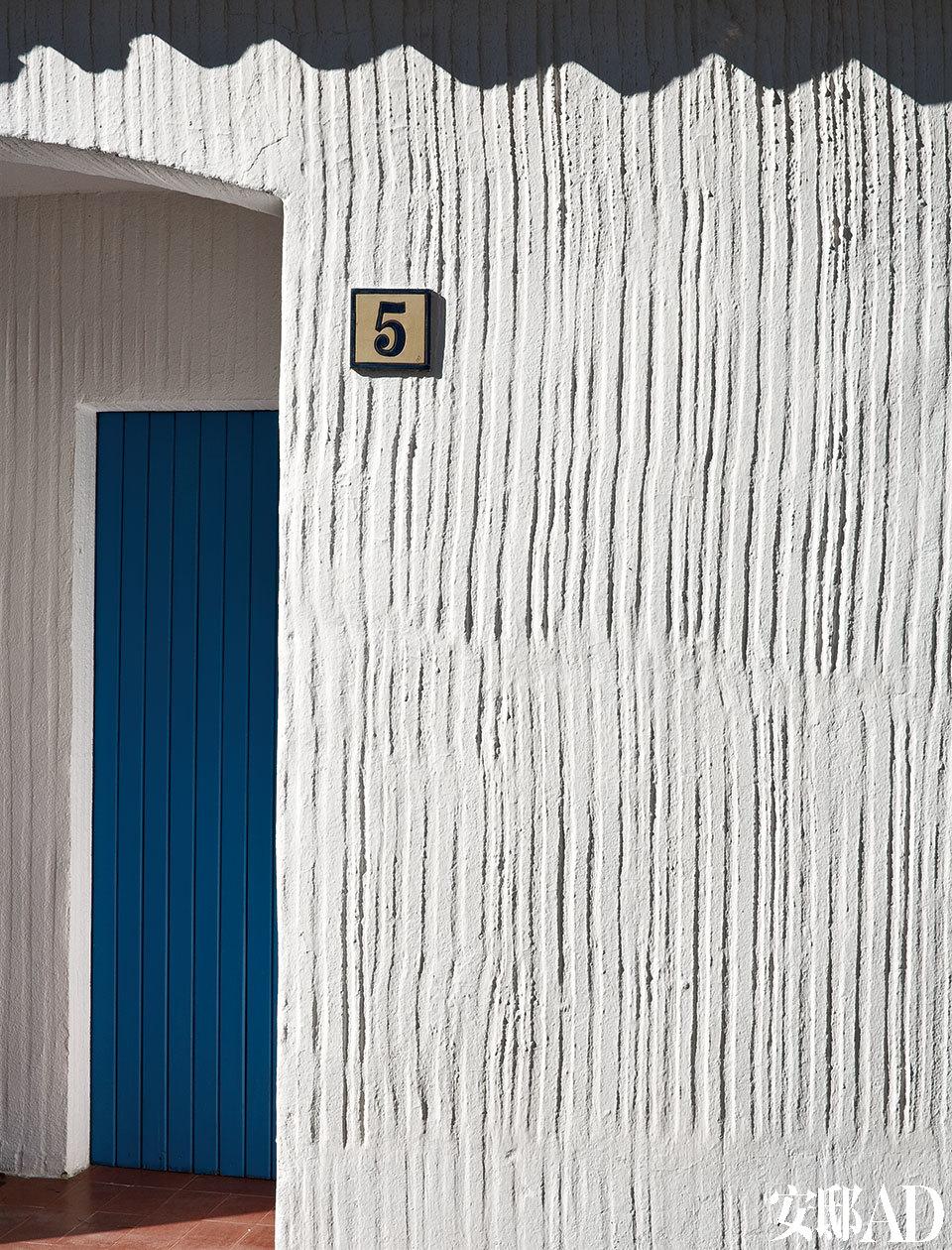 Josep María Claret i Rubira工作深入仔细,诚实庄重,建筑简单朴素,构造和外表、建设细节和最后的装饰,乃至最琐碎的细节,都透露着设计师的鉴赏力。