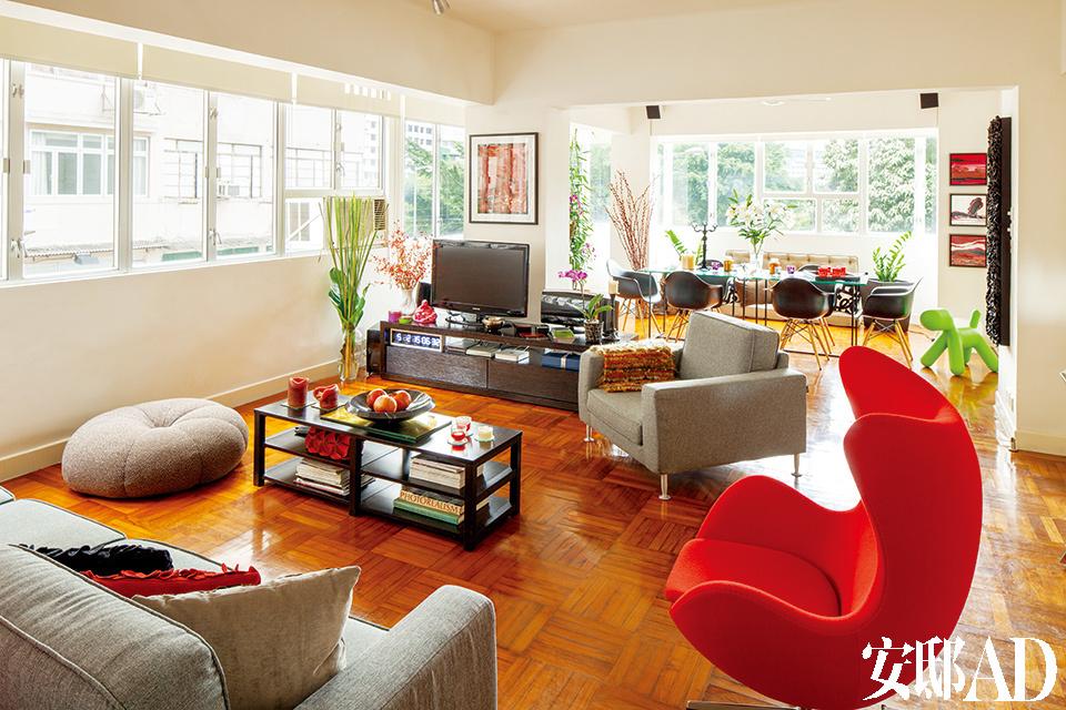 Arne Jacobsen设计的蛋椅购买于香港的Aluminium,Gerry同样喜欢经得起时间考验的经典设计。