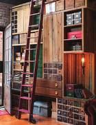 """这个由回收木料改造的大柜子是黄荣亮的朋友亲手做的, 用来代替装满DVD、照片和书的可移动书架, 这可解决了"""" 恋物癖"""" 的心头大患!后屋的大家具由旧抽屉、码尺和回收的木料改造,是黄荣亮的朋友亲手做的,用来代替装满DVD、照片和书的可移动书架。"""