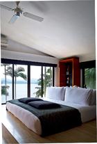 主卧拥有全部卧室中的最佳视角,窗外便是迷人的南海风光。