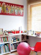 女儿Oceane的房间是充满色彩的梦幻世界,墙上也挂了一幅Emmanuel Chantebout的作品,画作出自薛松。