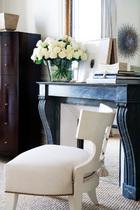 after 主卧室中一把流苏装饰的休闲椅由Thomas的工作室出品。