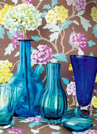 瓶分春色 Spring Vases