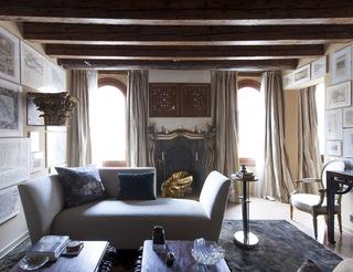 他用上百幅威尼斯老地图填满自己的家