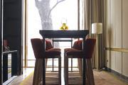 北京華爾道夫酒店 Waldorf Astoria Beijing:酒店的黃銅外立面看上去十分莊重,外觀方正,沉穩端莊??兹?..