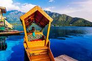 """达尔湖是克什米尔最美丽也是最大的湖泊,是喜玛拉雅山上的白雪,在春季开始融化后流入人间,形成了素有""""..."""