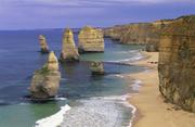 澳大利亚大洋路这条路是澳大利亚政府纪念第一次世界大战中牺牲的人所修。全长243公里,沿着澳大利亚东南...