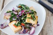 香炸豆腐,拌甜菜与红洋葱