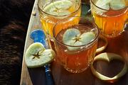 热苹果酒,内浸有新鲜苹果块