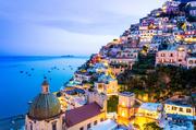 意大利波西塔诺意大利的海岸小镇波西塔诺是许多名人最喜爱的度假胜地,五颜六色的建筑与地中海的湛蓝相互...