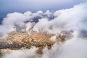 无人机航拍山西省运城市普降冬雨,雨后的中条山云雾缭绕,美景如画。