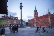 华沙这座有着700多年历史的古城,凝结了波兰的民族传统文化和艺术的精髓,1656和1702年华沙两次被瑞典人...