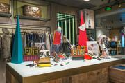KURIOSITY。K11打造的设计主题集合店,融合时尚、文创、手作和艺术四大板块,并由专业买手搜罗全球最新最...