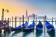 意大利威尼斯这颗明珠就像上帝将眼泪流在了这里,晶莹而柔情,是一个漂浮在碧波上浪漫的梦。