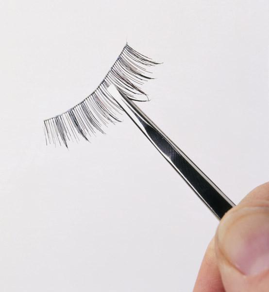 让贴假睫毛变得超简单的6个小技巧