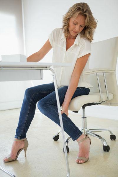 6个按摩方法,解决办公桌前的压力