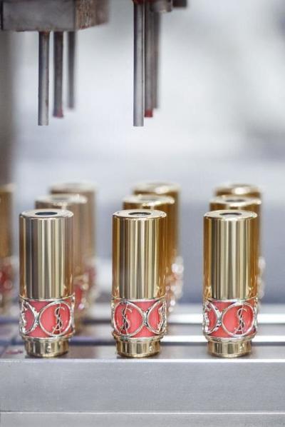 探秘圣罗兰圆管唇膏的制作过程