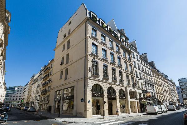 Longchamp「珑骧」欢庆巴黎圣奥诺雷街旗舰店重新开幕