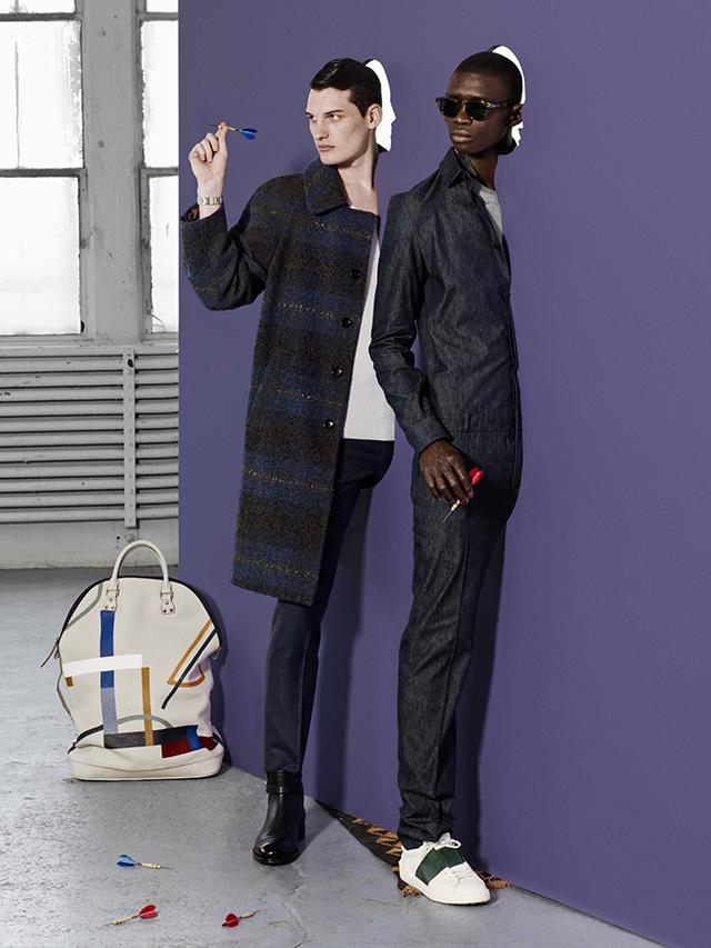 从左到右On Bryce:蓝灰色大格纹大衣 背心 长裤 均为 Louis