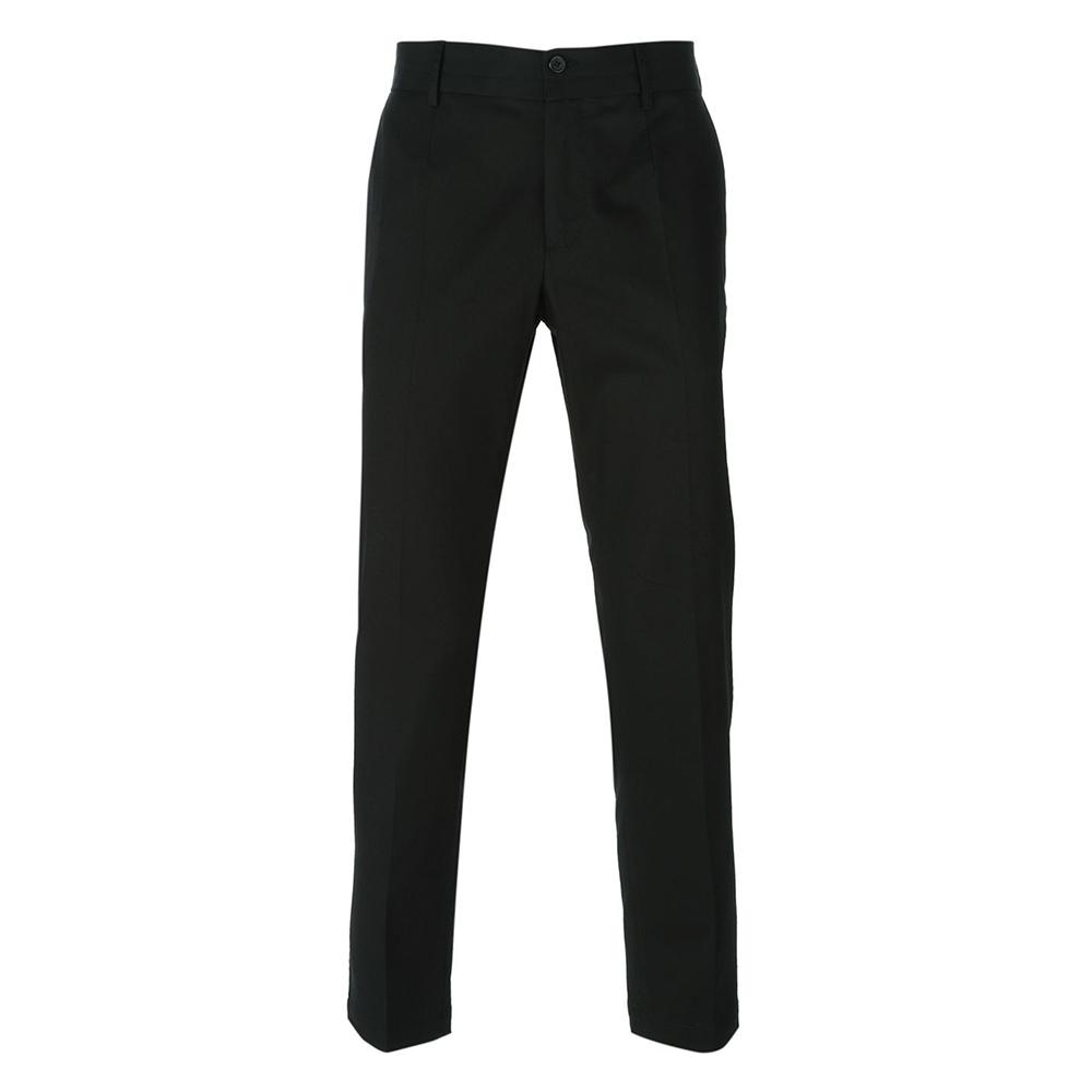 既然豹纹衬衫已足够吸睛,不妨换成更简单利落的九分西裤,表达年轻时髦