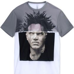 想做潮男?一件印花T恤就够了!