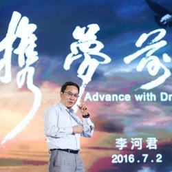汉能发布全太阳能动力汽车 李河君自驾巡游全场