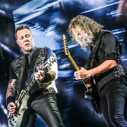 金属乐队Metallica世界巡演上海站 经典歌曲掀摇滚热潮High爆全场