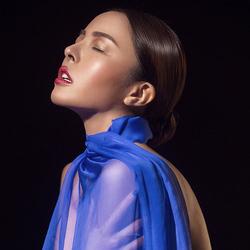 性感蓝色纱巾