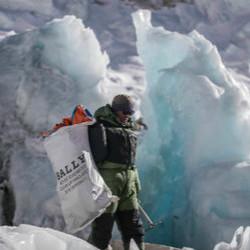 Bally 巅峰展望之旅 留存山峦之美  瑞士奢侈品牌开启珠峰清理之旅