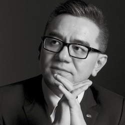 王成:投身变革的24年