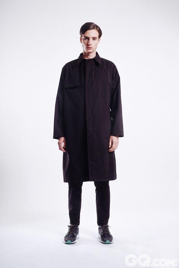 男装品牌 Vidur 日前发布 2015 秋冬系列。延续了上一季度的功能性与现代感。黑、白的色彩运用呈现出强有力的摩登感受,不断强化着品牌三年来的设计风格。
