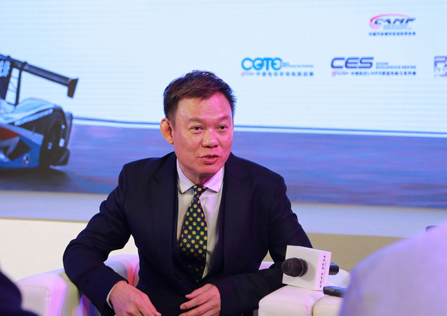 FRD由资深赛车手马汉华先生于1997年成立,他将专业的赛车经验与刺激的竞赛体验带到亚洲,推动赛车运动在亚洲地区的发展。目前,全球汽车产业新能源化发展的趋势已不可阻挡,最新数据显示,2017年我国新能源汽车产销量分别达到79.4万辆和77.7万辆,同比增长53.8%和53.3%,创历史新高。面对这种趋势,赛车行业也必须作出应对。FRD本着此种信念,致力于通过承办赛车运动,为行业提供更宽广的平台,为人们传递更有价值的理念。