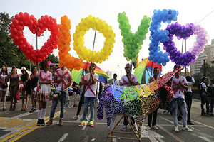 全美同性恋合法 世界多国民众举行同志骄傲大游行