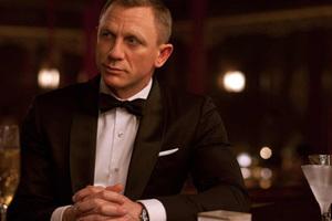 Bowtie塑造迷人的007