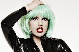 从被嘲讽到走红 英国女子将自己打造成翻版Lady Gaga