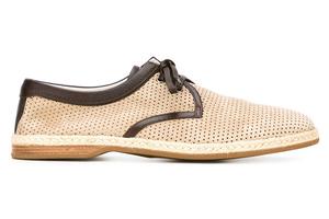 在德比鞋上打孔,还原古朴与清凉