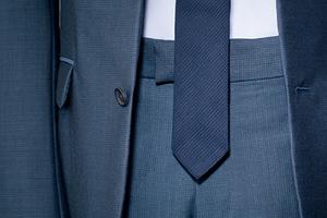 最实用、最贴心的小技巧教你对付过长的领带