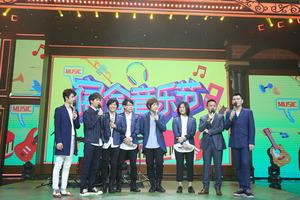 五月天《天天向上》新专辑综艺首秀 近十首超长金曲串烧引泪奔