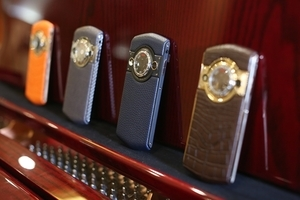 携手瑞士制表大师8848手机首度跨界推私人订制